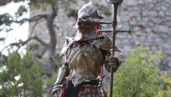 Австрийский косплеер сделал реалистичный костюм босса из Dark Souls
