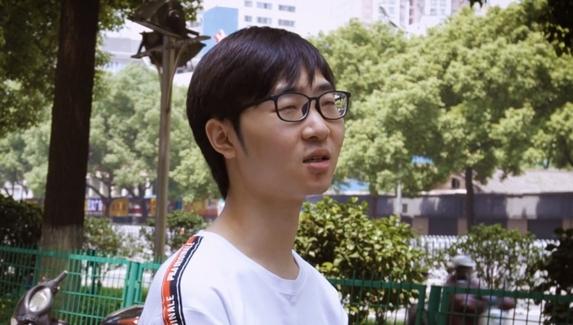 «Ждал пока папа уснет, а потом уходил в интернет-кафе и играл всю ночь». Zhou рассказал, как началась его карьера в киберспорте