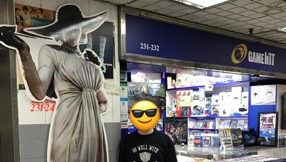 Авторы Resident Evil Village выставили в магазинах трёхметровых Леди Димитреску