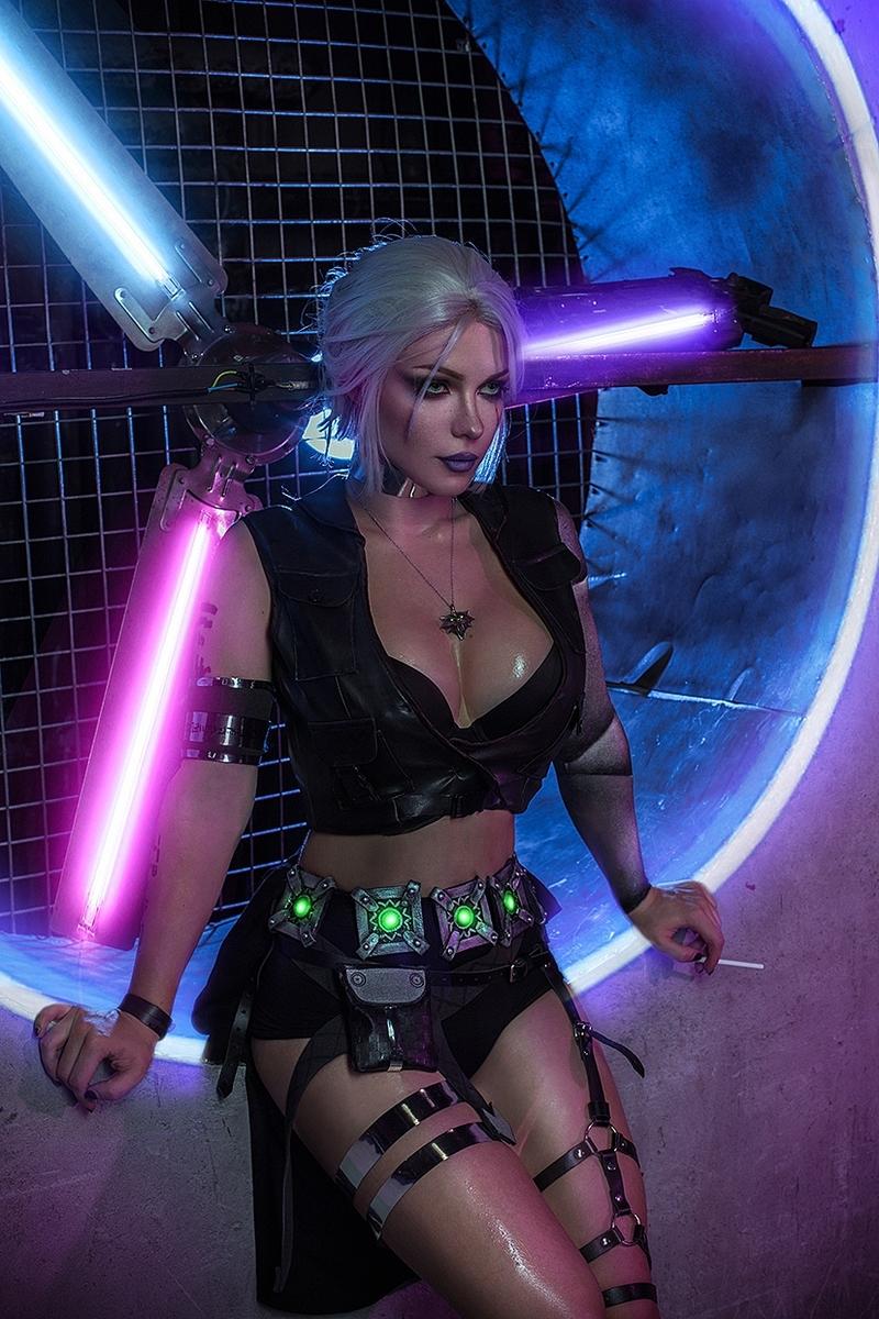 Косплей на Цири во вселенной Cyberpunk 2077. Косплеер: Ирина Мейер. Фотограф: Ольга Татаурова. Источник: https://vk.com/irine_meier
