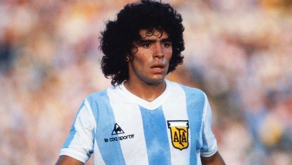 После смерти Диего Марадоны резко подорожала его карточка в FIFA 21