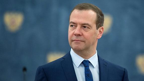 Дмитрий Медведев обсудил шутеры с разработчиками игр