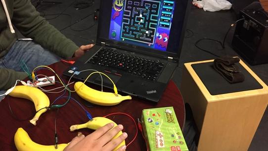 10 самых странных игровых контроллеров. Сыграть в Overwatch на бананах? Легко!