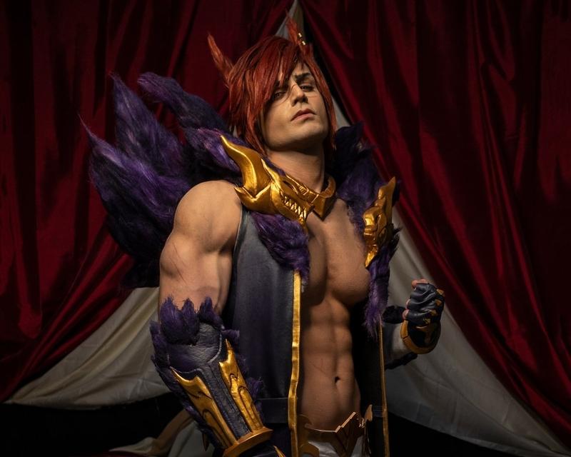 Косплей на Sett из League of Legends. Косплеер: Taryn Cosplay. Фотограф: Даниэле Козенца. Источник: твиттер @cosplay_taryn