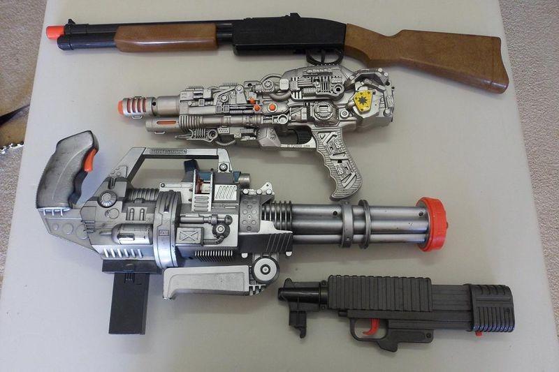 Сверху вниз: прототипы шотгана, BFG9000, шестистволки и плазмагана