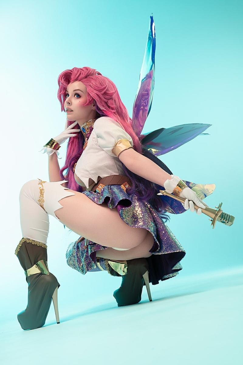 Косплей на Seraphine из League of Legends. Косплеер: Helly Valentine. Источник: vk.com/hellyvalentine_cosplay