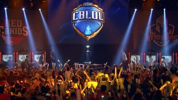 Фото с финала весеннего сплита бразильской лиги CBLoL