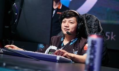Yang выигрывает карту с помощью Reverse Polarity по четверым