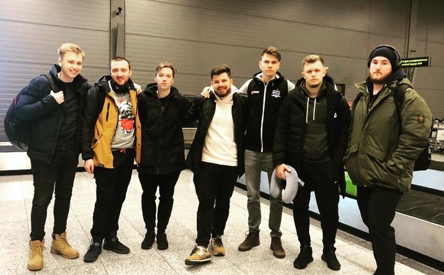 Тренер боится летать на самолете: первый влог Vega Squadron с IEM Katowice