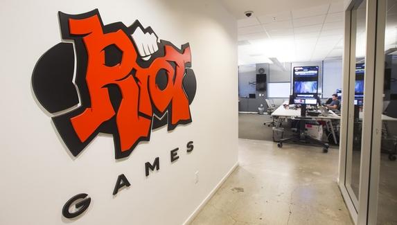 На главу Riot Games подали в суд за сексуальные домогательства