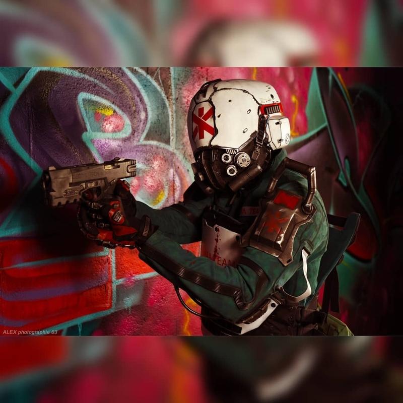 Косплей на Trauma Team Soldier из Cyberpunk 2077. Модель: Props It Yourself. Источник: instagram.com/propsityourself