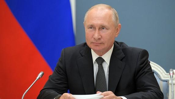 Владимир Путин: «Мальчишкам, сидящим за компьютером, легче даются задачи, чем людям, которые так не владеют техникой»