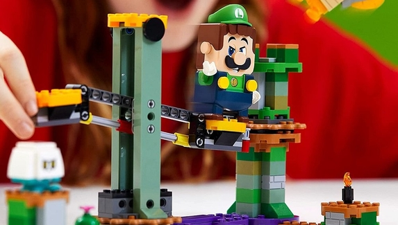 LEGO анонсировала набор с Луиджи из коллекции Super Mario Adventures