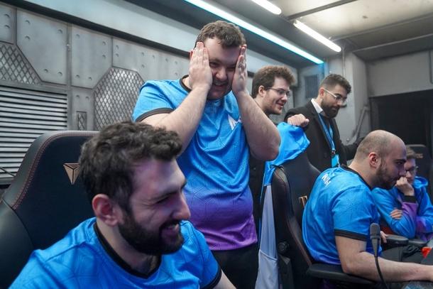 GH и игроки Nigma   Источник: WePlay