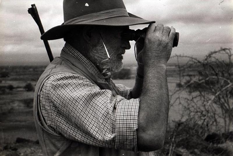 Эрнест Хемингуэй на охоте в Африке