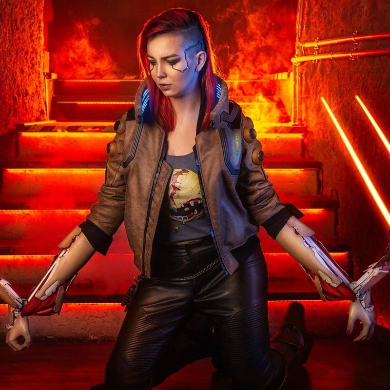 Косплей на V из Cyberpunk 2077. Модель: Ketrin. Источник: