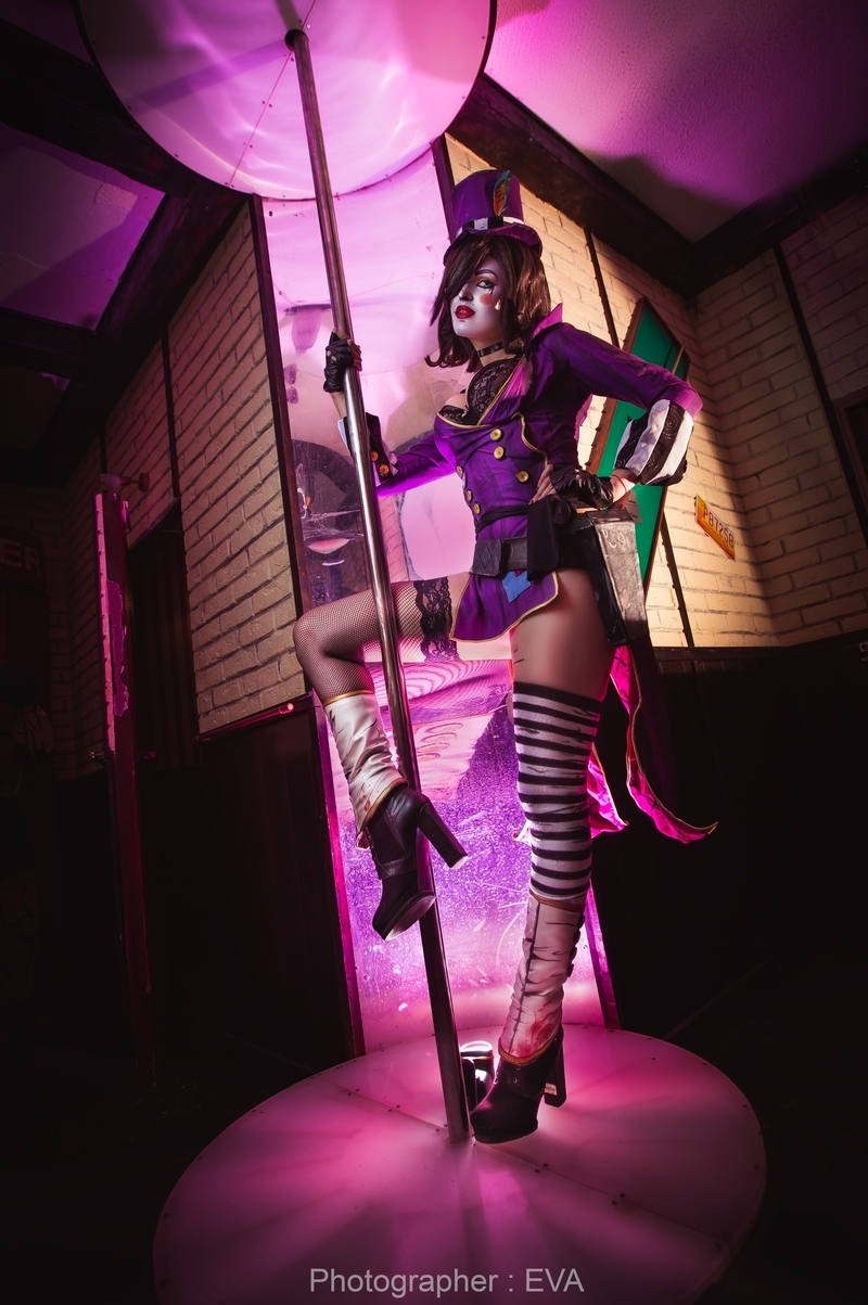 Косплей на Moxxi. Косплеер: Мария Фомина. Фотограф: Ева Давыдова. Источник: vk.com/eva_cosplay_photo