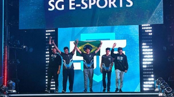 SG e-sports на The Kiev Major 2017. Слева направо: Kingrd, c4t, Tavo, 4dr, hFn
