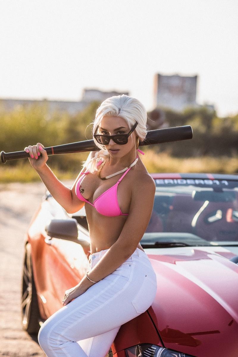 Cosplay for the cover girl of GTA: San Andreas. Cosplayers: Anna Shakhovskaya, Zhus Zhuashim Kiendo and Gildas Koulibaly. Photographer: @alenamogan. Source: instagram.com/ann_shakhovskaya