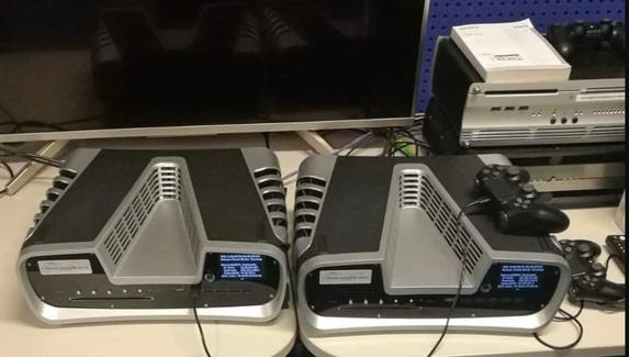В сети появилось первое фото возможного образца PlayStation 5 для разработчиков с новым геймпадом