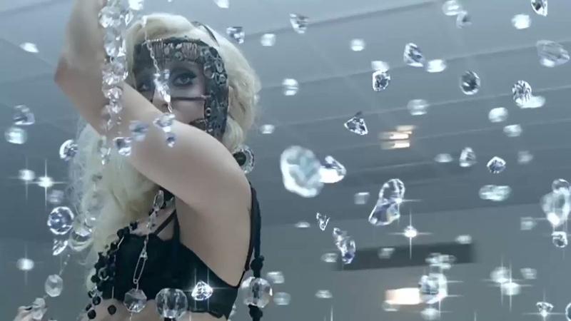 Леди Гага. Кадр из клипа на песню Bad Romance