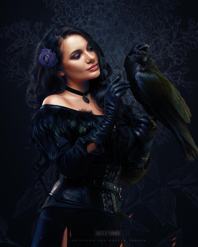 Косплей на Йеннифэр из Венгерберга. Фэндом: The Witcher. Фотографы: sketch_turner, esnkvch. Косплеер: Velveteen Velours. Источник: instagram.com/velveteen_velours