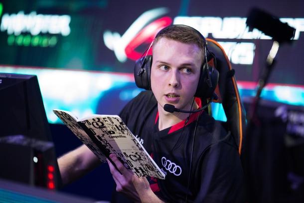 gla1ve with legendary notebook | dotesports.com