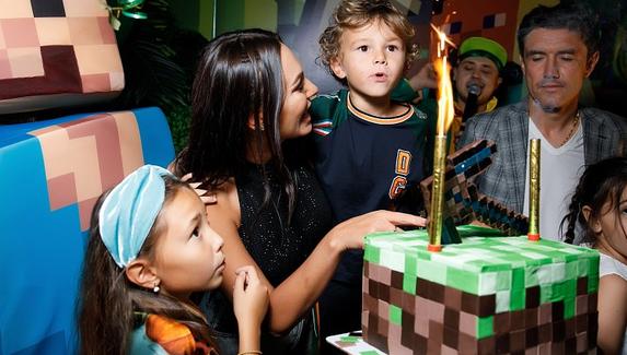 Сын футболиста Юрия Жиркова отпраздновал день рождения в стиле Minecraft