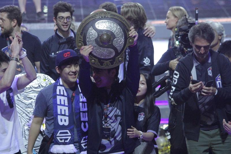 Ana поднимает Aegis of Champions