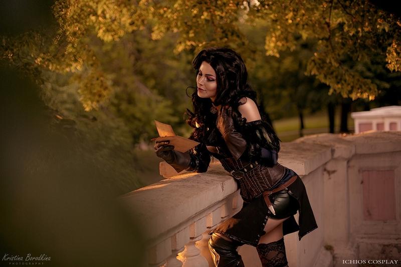 Косплей на Йеннифэр из Венгерберга. Фэндом: The Witcher. Фотограф: Кристина Бородкина. Косплеер: iChios. Источник: vk.com/ichiosi