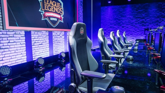 Годовая зарплата игроков LCS превышает $300 тыс.