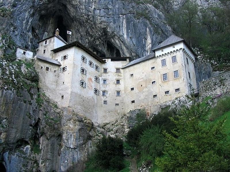 Замок в жизни