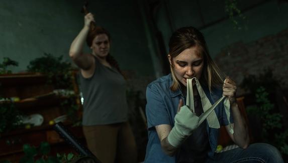 Драка Элли и Эбби — косплей на героинь The Last of Us Part II