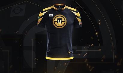 Immortals представили лимитированную серию золотых футболок