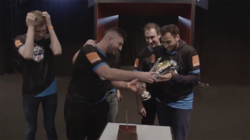 Gameforce Masters trophy falls apart during winners' ceremony