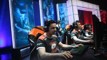 Virtus.pro уступили M19 в полуфинале второго сезона LCL