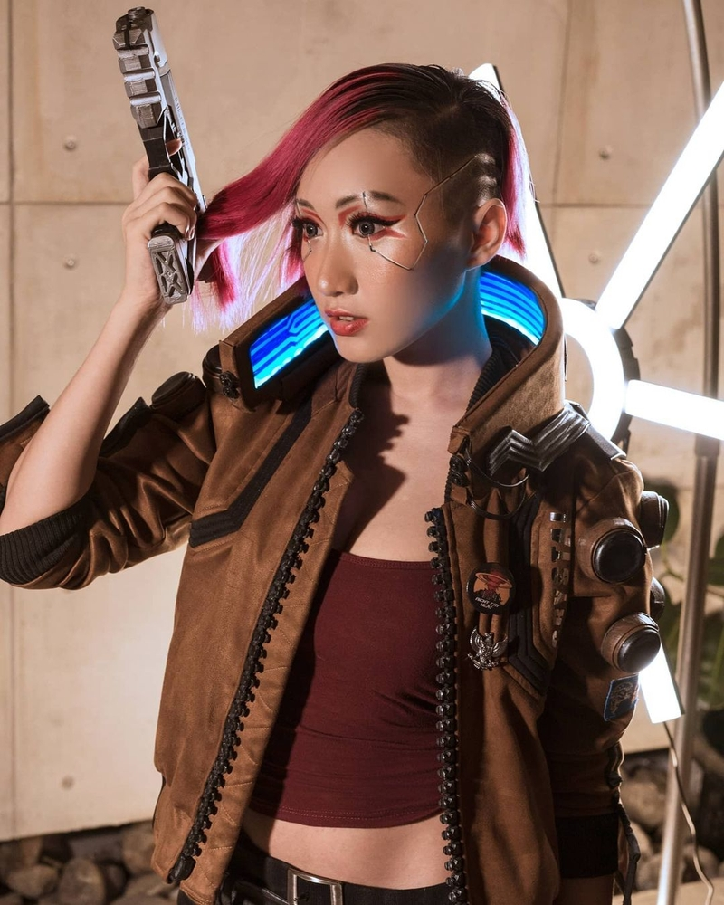 Косплей на V из Cyberpunk 2077. Модель: Lola Zieta. Источник: instagram.com/lolazieta