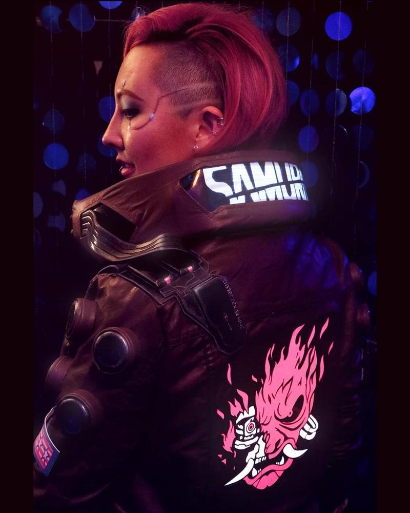 Косплей на V из Cyberpunk 2077. Модель: Lady Lunacy. Источник: instagram.com/lady.lunacy