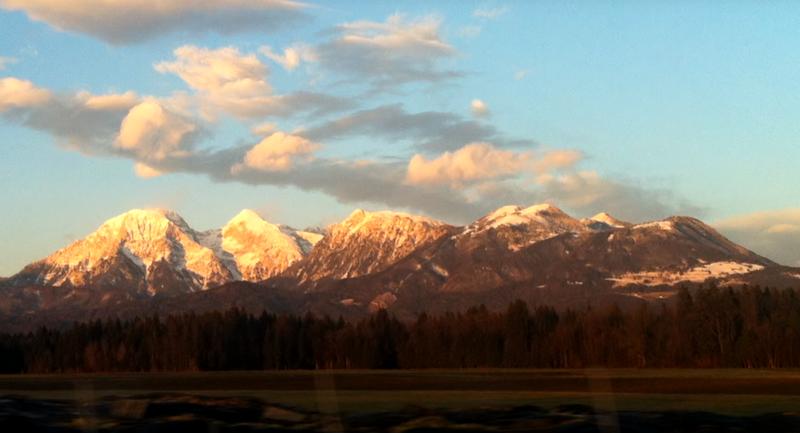 Настоящая горная гряда на севере Словении