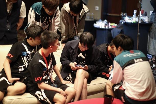Многие китайские организации содержат несколько команд по Dota 2