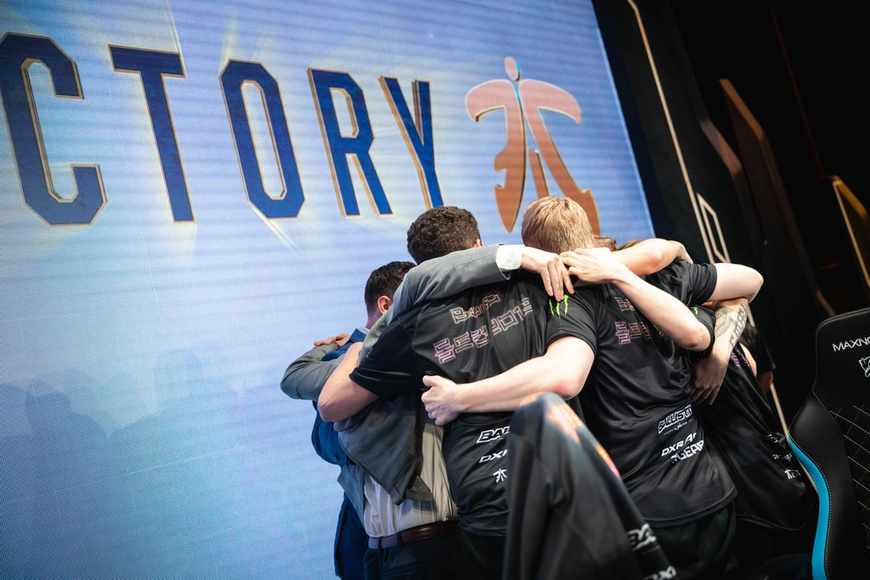 Fnatic secure first seed over Invictus Gaming at 2018 Worlds Group D