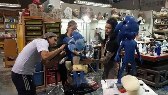 В сети появились снимки процесса создания куклы для съёмок «Соника в кино»