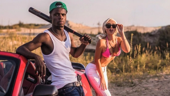 Девушка с обложки GTA: San Andreas и Си-Джей — косплей на певицу и преступника