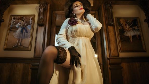 Фантастический косплей на Леди Димитреску и молодых вампирш