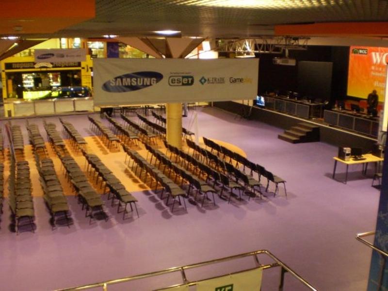 Зрительный зал перед сценой