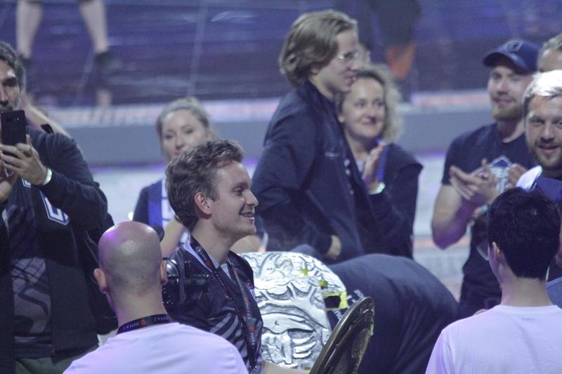 JerAx держит Aegis of Champions