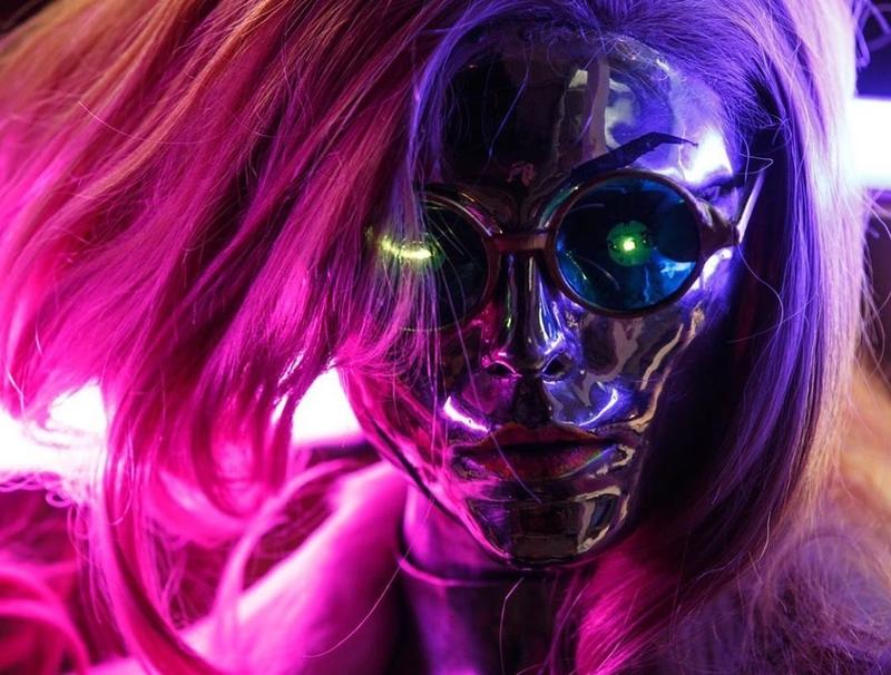 Косплей на Lizzy Wizzy из Cyberpunk 2077. Модель: Анна Ormeli Молева. Источник: instagram.com/annaormeli
