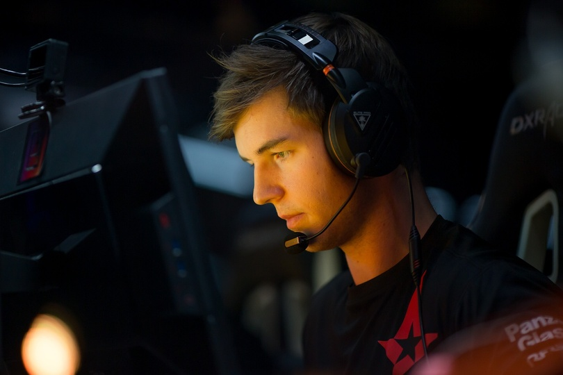 """dev1ce on who's right behind Astralis: """"For sure the No. 2, and perhaps the No. 1 roster, would've been FaZe with olofmeister."""""""