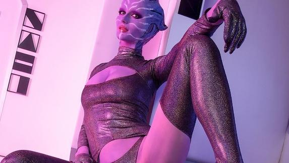 Косплей на азари из Mass Effect — инопланетная сексуальность
