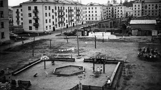 Возвращаемся в детство: сравниваем дворовые игры с современными творениями